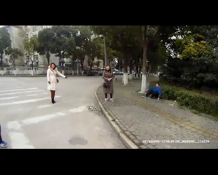 老人出逃养老院1.jpg